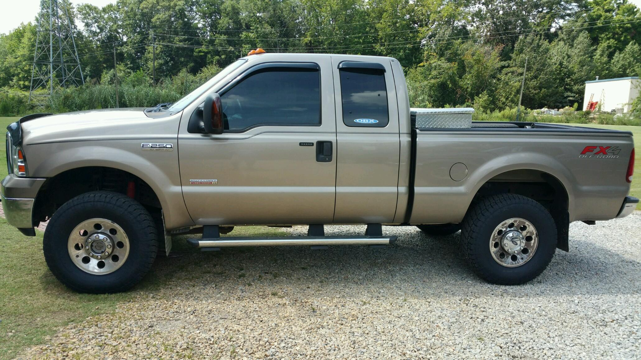 05' F250 with a Rough Country Leveling kit and Nitto Terra Grapler G2s
